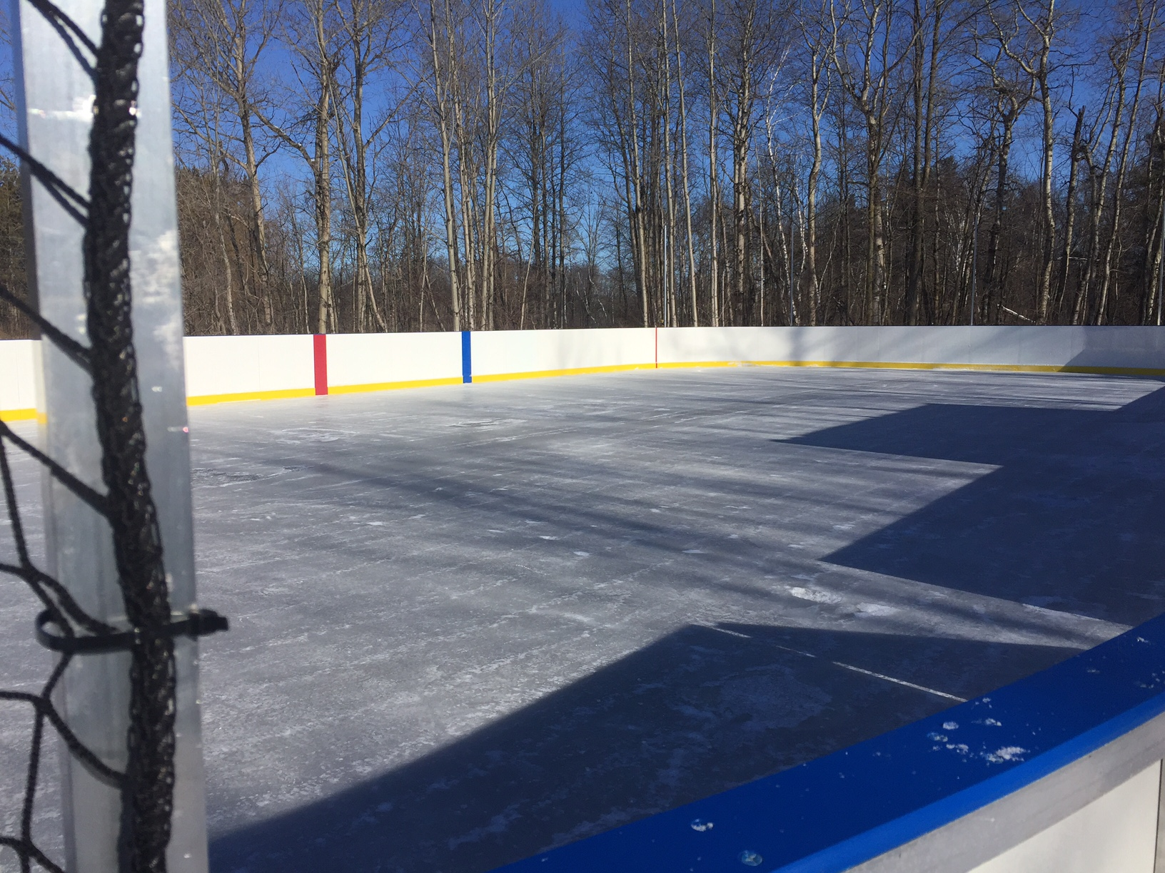 Refrigerated rink with aluminum framed boards